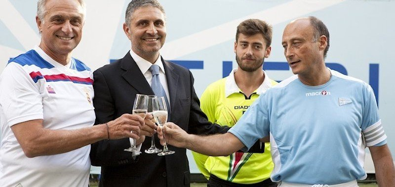 Il Presidente del CCLazio Raffaele Condemi con i capitani delle squadre della partita inaugurale della Coppa dei Canottieri 2014