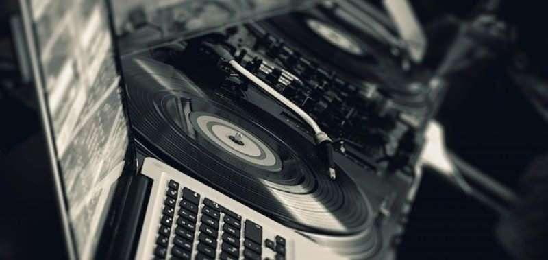 1 dicembre - Aperitivo e buffet con DJ Set