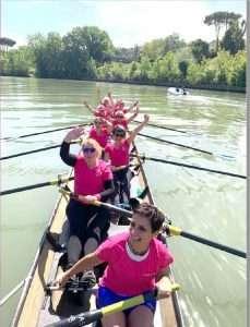 L'equipaggio Rosaremo e la Madonna Fiumarola 2020 sul fiume Tevere