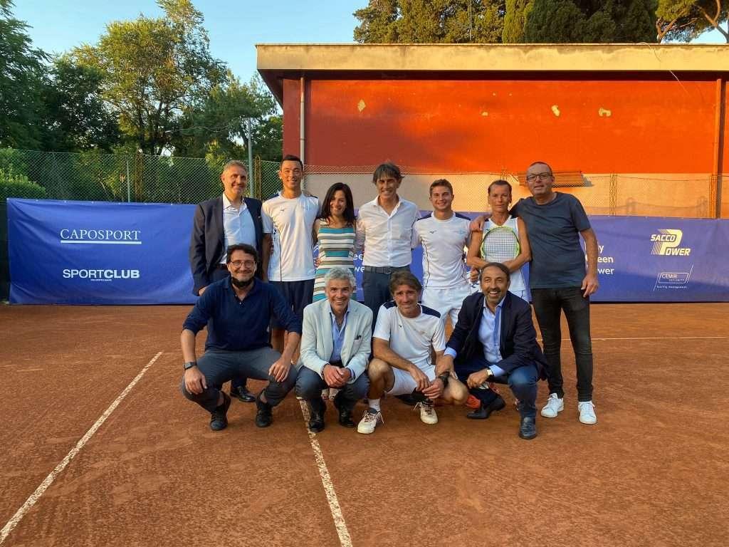 La squadra di tennis del CCLazio nella finale della Coppa Primavera 2021 insieme al Presidente Raffaele Condemi e al Vice Presidente allo sport Mario Luciano Crea